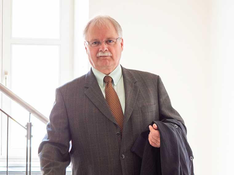 Anwaltskanzlei, Rechtsanwalt Anton Müller